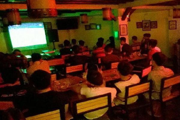 Trước giờ khai màn World Cup: Chủ cafe, quán nhậu 1 buổi chiều hốt hoảng