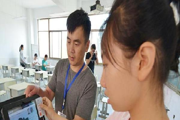 Trung Quốc dùng hệ thống nhận dạng khuôn mặt chống thi hộ đại học
