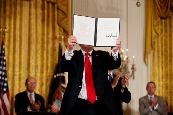 TT Trump yêu cầu thành lập Lực lượng Vũ trụ