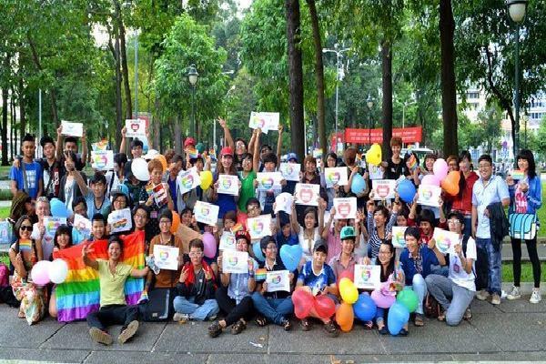 'Thạc sĩ nói 'đồng tính là bệnh' đang dạy thanh niên Việt sống giả'