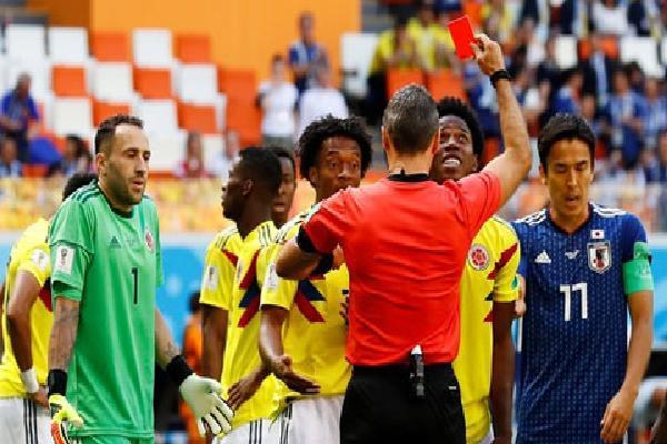 Học chiêu của Luis Suarez, cầu thủ Colombia nhận thẻ đỏ đầu tiên ở World Cup