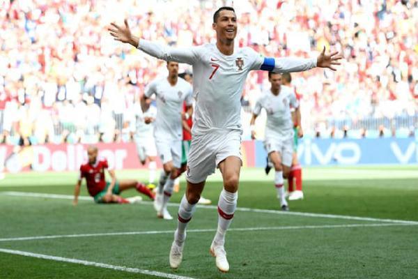 Bồ Đào Nha - Morocco: Ronaldo rực sáng, 'người nhện' siêu đẳng