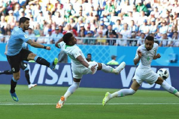 Uruguay - Saudi Arabia: Suarez lật đổ siêu kỷ lục, tội đồ thủ môn
