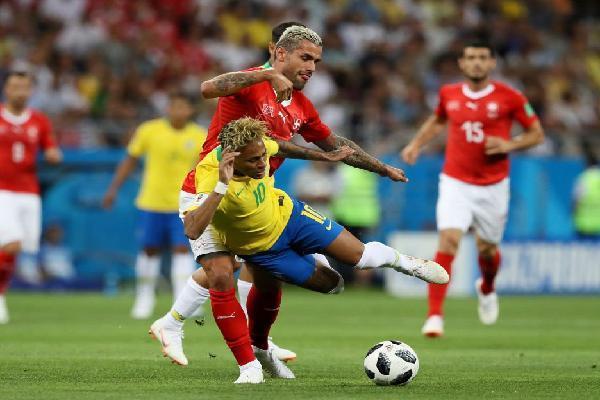 Đội tuyển Brazil và Neymar sẽ giải quyết 'hội chứng... Messi' như thế nào?