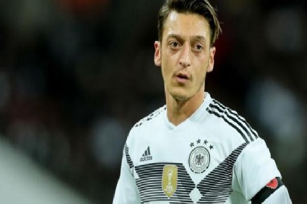 Vì sao Ozil bị 'tống' lên ghế dự bị trận Đức - Thụy Điển?
