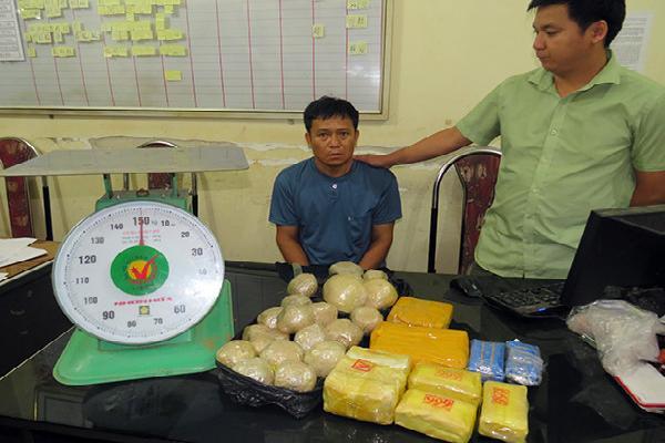 U60 vận chuyển 24.000 viên ma túy tổng hợp, 7 kg thuốc phiện