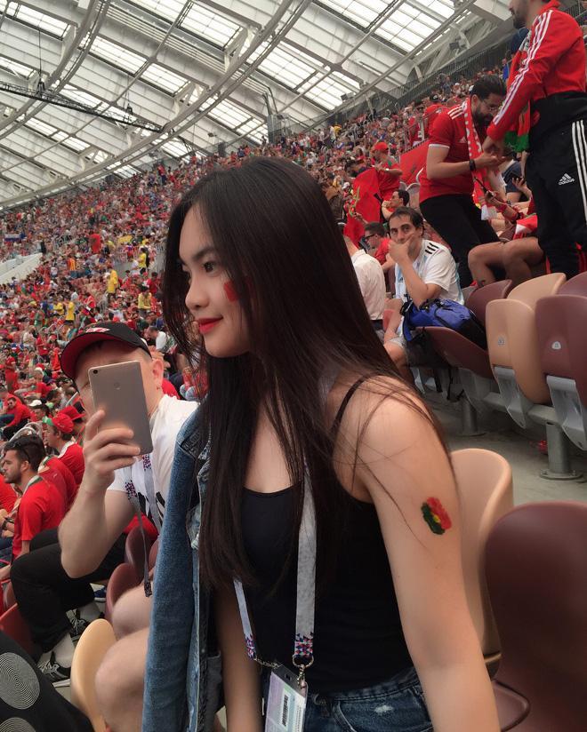Đi xem World Cup, danh tính thiếu nữ Việt khiến dân tình ghen tị