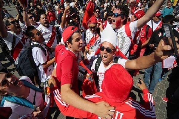 Cổ động viên Peru bán xe, bỏ việc, tăng cân để đi xem World Cup