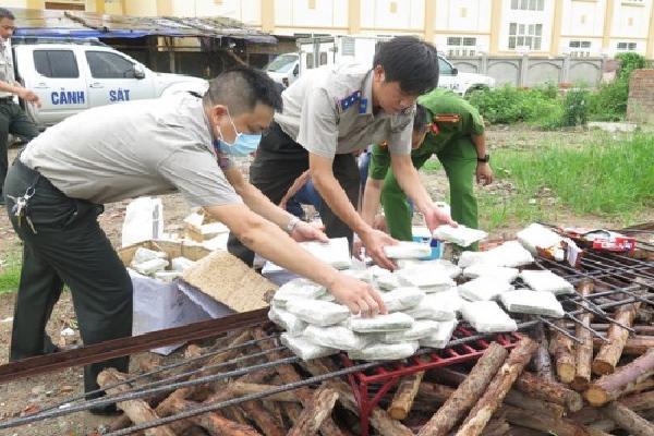 Tiêu hủy 490 bánh heroin trong đường dây của tử tù Nguyễn Văn Tình