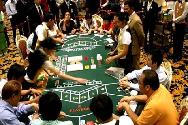 Lừa đảo hơn 20 tỷ đồng của anh cọc chèo đem đi đánh bạc