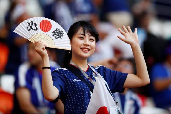 Cổ động viên Nhật Bản trên khắp thế giới ăn mừng chiến tích lịch sử