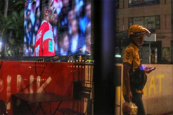 Các hãng giao đồ ăn đêm Trung Quốc hốt bạc nhờ World Cup