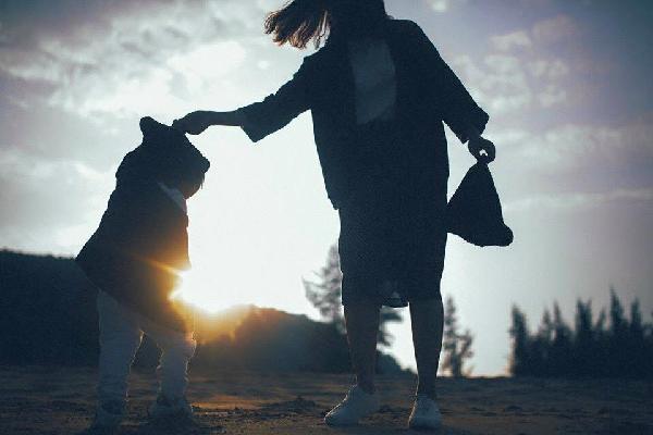Thư của mẹ đơn thân gửi con trai: Đã không ít lần mẹ muốn từ bỏ con…