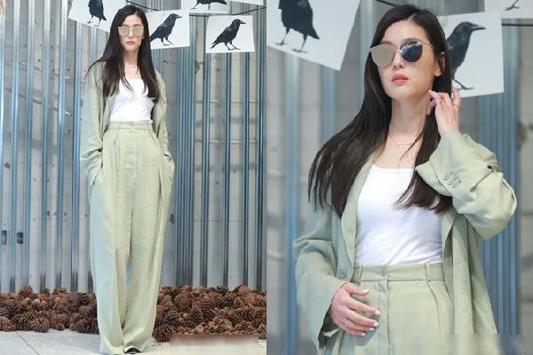 Diện mốt quần ống rộng siêu hot 'mợ chảnh' Jeon Ji Hyun dù 32 tuổi vẫn trẻ trung như 17 khiến fans ngẩn ngơ