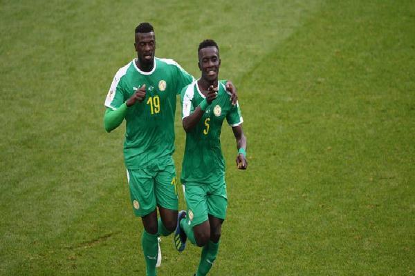 Ba Lan - Senegal: Hớ hênh hàng thủ, 'đại bàng trắng' hóa mồi ngon cho 'sư tử Teranga'