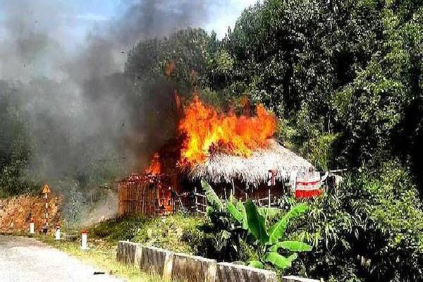 Cãi nhau với vợ sau khi uống rượu về, chồng châm lửa đốt nhà