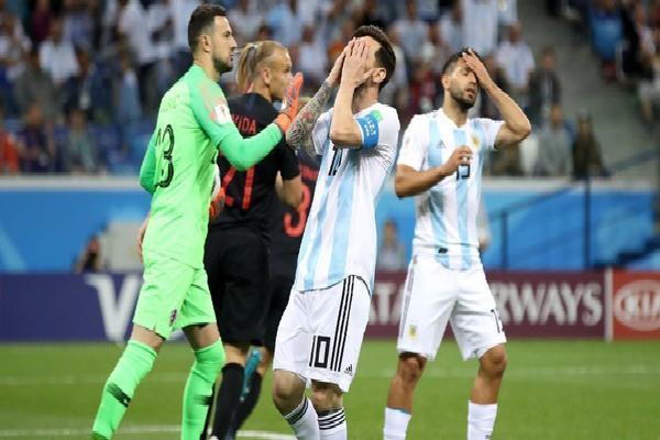 ĐỊA CHẤN WC 2018: Messi hoàn toàn bất lực, Argentina bị 'hủy diệt' và nguy cơ bị loại