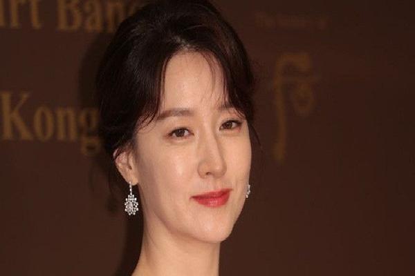 Ở tuổi 47, Lee Young Ae vẫn là đại mỹ nhân khiến loạt đàn em như Kim Tae Hee, Song Hye Kyo phải e dè