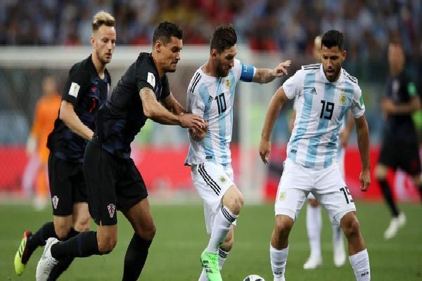NÓNG: Sau cuộc họp kín, cầu thủ Argentina 'lật ghế' HLV Sampaoli, đưa người khác lên nắm quyền