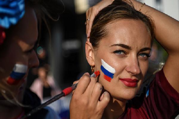 Cửa hàng Nga thưởng tiền triệu cho phụ nữ có bầu với tuyển thủ World Cup