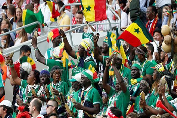 Rực rỡ sắc màu của các CĐV Senegal
