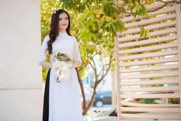Soi thành tích học tập cực 'khủng' của nữ sinh xứ Nghệ mới được thầy giáo cầu hôn khiến dân mạng phát sốt