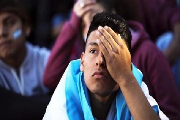 Từ đôi mắt trẻ thơ đến nỗi lòng Messi: Nước mắt người vô tội