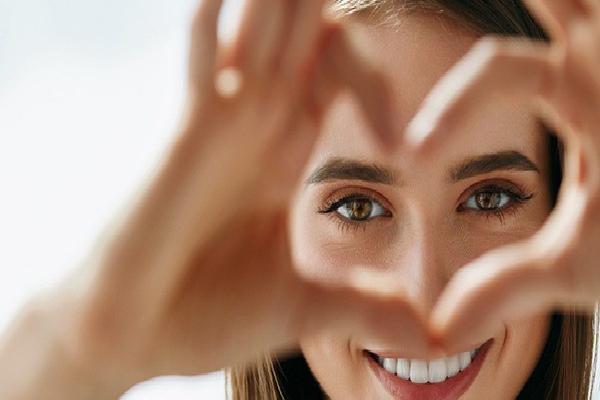 """Phẫu thuật cận thị nặng bằng ICL: Chỉ 10 phút để thoát cảnh """"bốn mắt"""""""