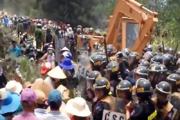 Hàng trăm người phản đối dự án điện gió ở Bình Định