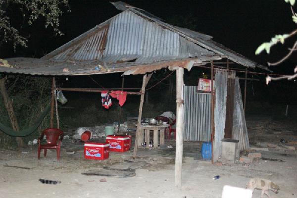 Hỗn chiến trong căn nhà hoang, 1 người chết tại chỗ