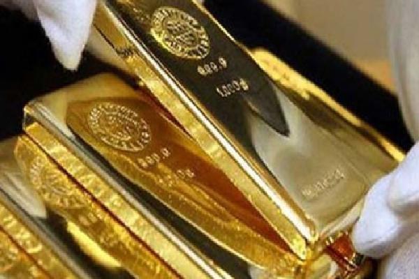 Giá vàng hôm nay 24/4: Đầu cơ xả hàng, vàng lao dốc xuống đáy