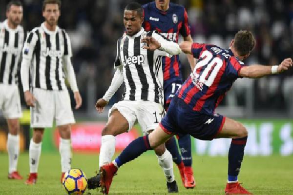 Juventus hòa đội trong nhóm đèn đỏ, còn hơn Napoli bốn điểm