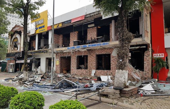 Vụ nổ làm cả dãy nhà 2 tầng tan hoang.