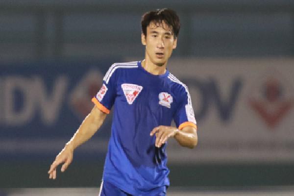 Cầu thủ Quảng Ninh bị treo giò ba trận vì đá gãy xương sườn đối thủ