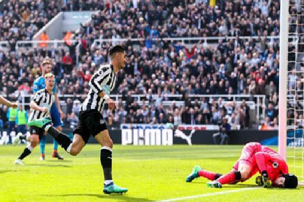 Arsenal thua ngược Newcastle, cạn cơ hội vào top 4