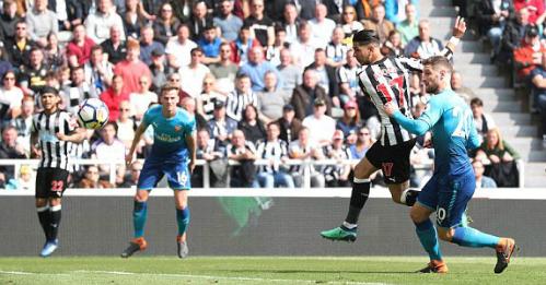Ayoze Perez ghi bàn gỡ hòa cho Newcastle. Ảnh:Reuters.