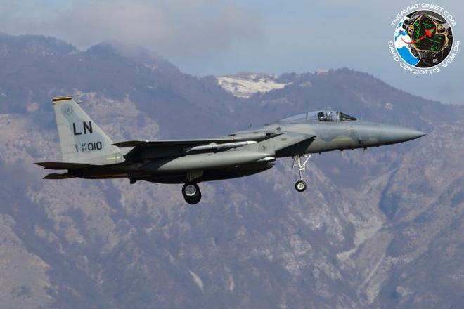 Lộ diện chiến đấu cơ Mỹ sẵn sàng nhả đạn nếu máy bay Nga phản kích vụ tấn công Syria
