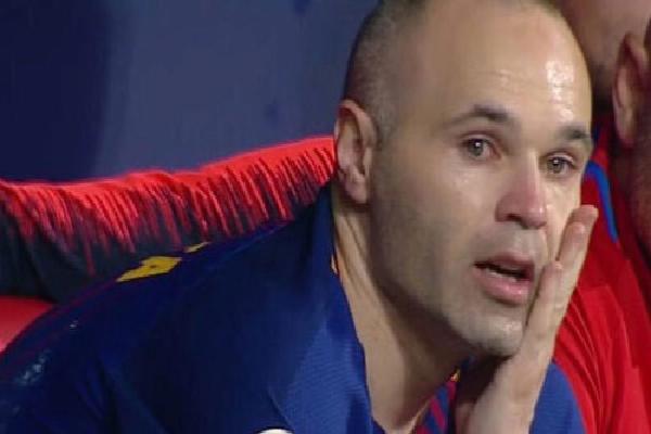 Iniesta khóc trong trận chung kết cuối cùng với Barca