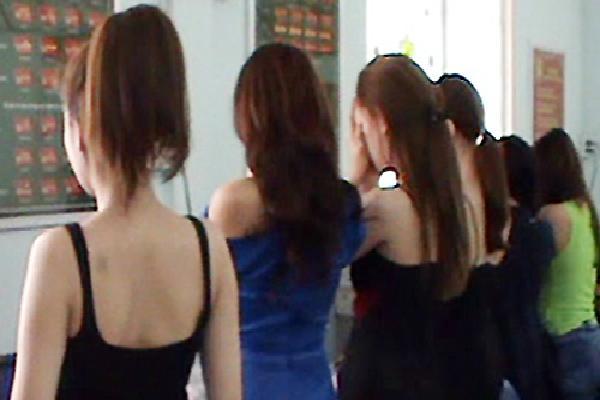 Á khôi khai nhận môi giới bán dâm nghìn USD ở Sài Gòn vì khó khăn