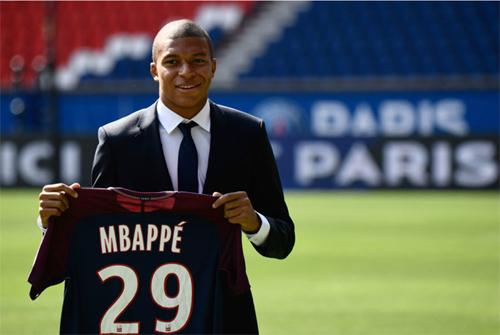 Mbappe có nguy cơ ra đi chỉ sau một năm chơi cho PSG. Ảnh: EPA