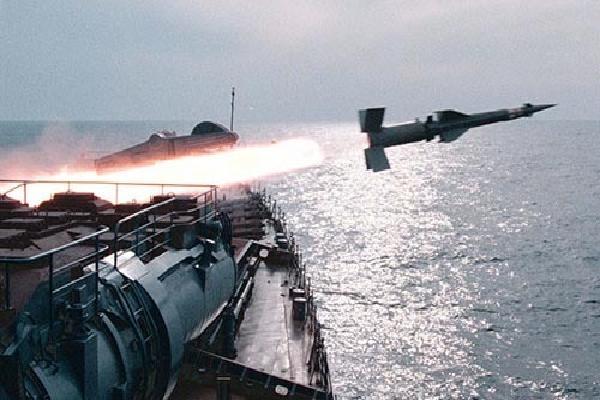 Chiến hạm Nga bắn nổ tàu địch giả định khi tập trận gần Syria