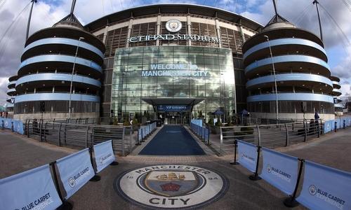 Man City cân nhắc 'hét giá' dùng chung sân Etihad cho Man Utd