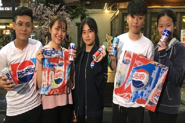 """Giới trẻ hào hứng """"lật tung"""" cả Hà Nội truy tìm hộp quà chất Pepsi"""