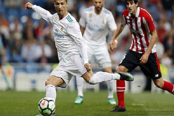 Ronaldo đánh gót ghi bàn, cứu thua cho Real tại Bernabeu