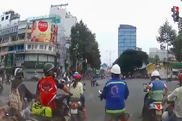 Camera ghi cảnh cô gái bị cướp kéo lê ở Sài Gòn