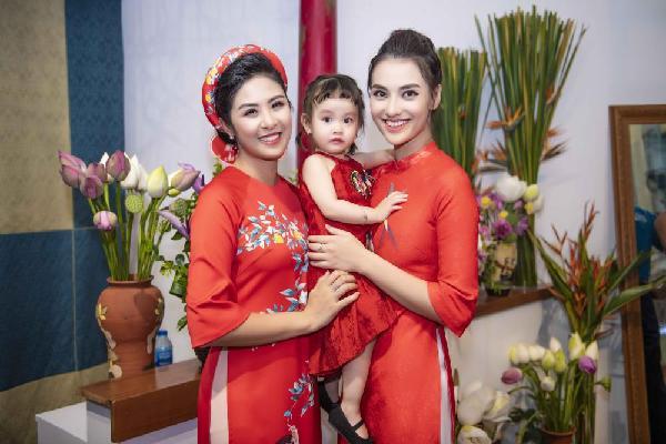 Hồng Quế đưa con gái đi sự kiện sau ồn ào với Hoa hậu Hương Giang
