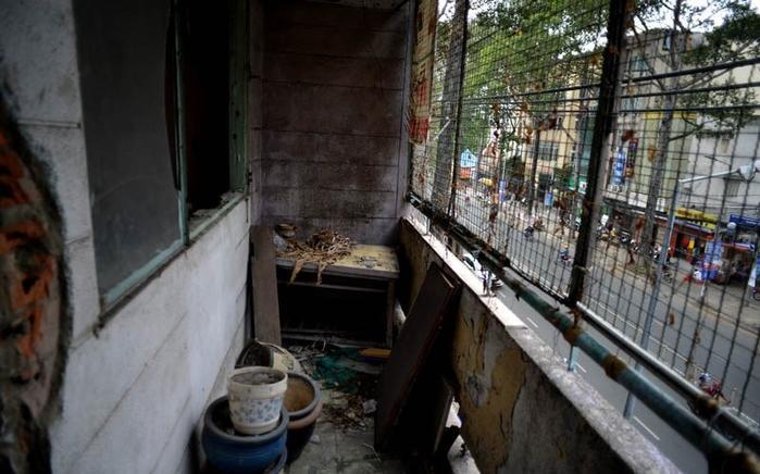 Vẻ sập xệ hoang bên trong khu chung cư (Ảnh: Internet)
