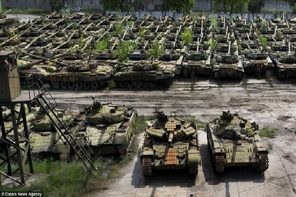 Thừa xe tăng, Nga xử lý kiểu 'con nhà giàu': Đem T-80 làm mục tiêu cho tiêm kích oanh tạc!