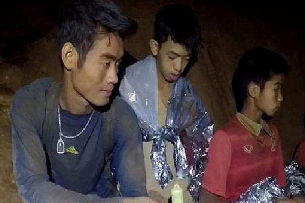 Huấn luyện viên Thái Lan có thể ra khỏi hang sau đội bóng một ngày