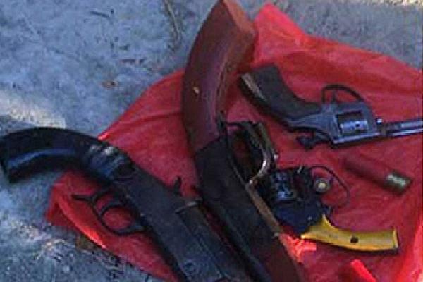 40 giang hồ chạy trốn cảnh sát, vứt 4 khẩu súng ra đường